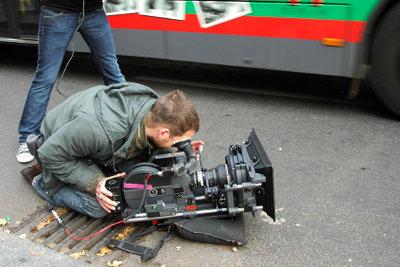 Mit einfachen Mitteln schneiden Sie Filme fast so wie die Profis.