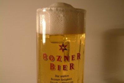 Bier hat viele Kohlenhydrate.