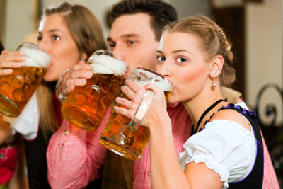Bier schmeckt am besten frisch gezapft.