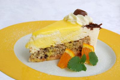Passend zu Ostern gibt's Eierlikör-Torte.