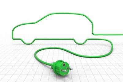 Netzbetriebene Geräte auch im Auto verwenden.