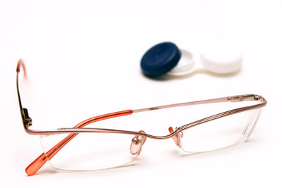 Eine Brille kann beim Sport störend sein.
