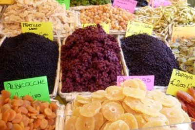 Trockenfrüchte - gesünder und kalorienärmer als Süßigkeiten.