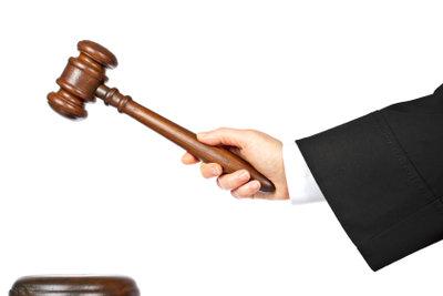 Die Wahrheitsfindung vor Gericht kann schwierig sein.