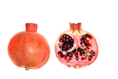 Granatäpfel schmecken lecker und sind gesund.