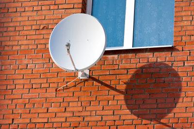 Satellitenantennen werden vom Receiver gesteuert.