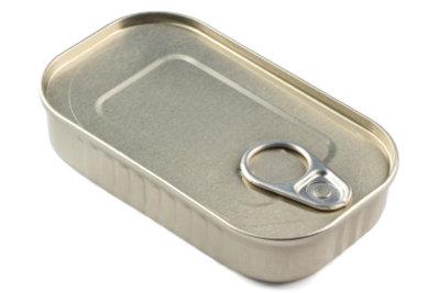 Für die Herstellung von Konserven wird Zinn (mit-)verwendet.