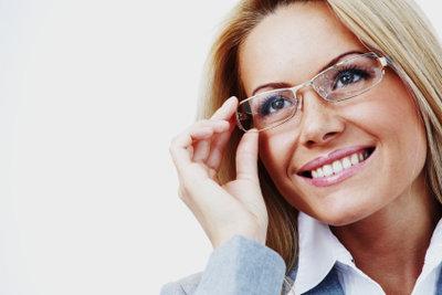 Was bedeutet es als Brillenträger, wenn man Schnee vor den Augen sieht?