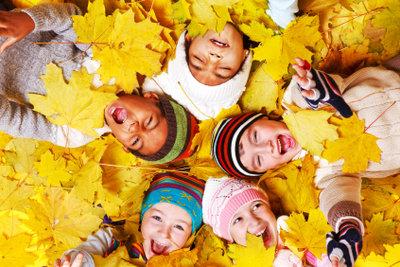 Erraten Sie gemeinsam, um welches Herbstgeräusch es geht.