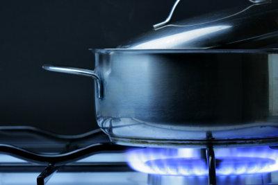 Zuerst Salz ins Wasser oder zuerst das Wasser aufkochen?