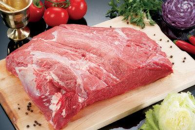 Aus Rinderfilet kann man eine leckere Kräuter-Rinderfilet-Rolle zubereiten.