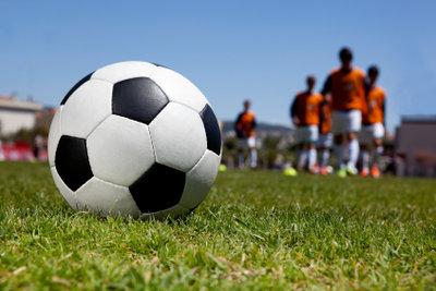 Eine Schambeinentzündung befällt meist Fußballer.