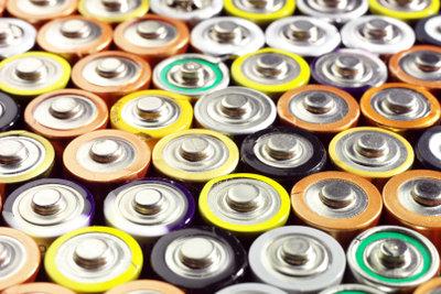 Eine Batterie hat getrennte Ladungen.