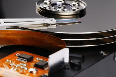 Das Formatieren/Partitionieren der Festplatte löscht restlos alle Dateien