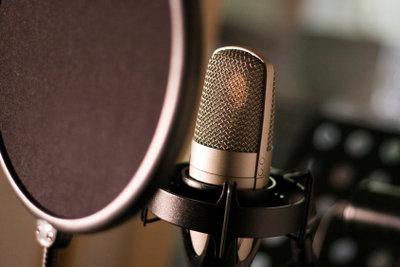 Ein wichtiges Arbeitsutensil für den Synchronsprecher ist das Mikrofon.