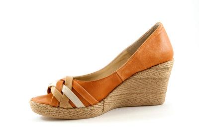 Günstig geschnittene Schuhe können lange Zehen kaschieren.