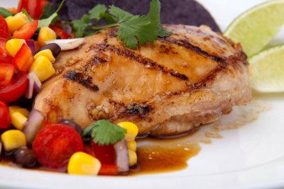 Hähnchenbrust mit Gemüse - ein gesunder Genuss.