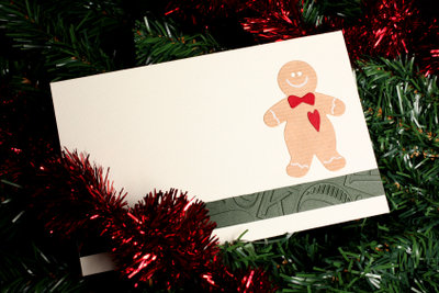 Weihnachtliche Karten können Sie ganz einfach selber basteln.