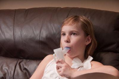 Handliche Inhalatoren bei Asthma.