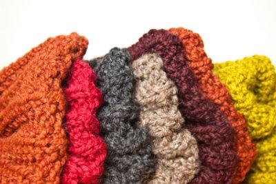 Auch Hüttenschuhe können Sie selbst stricken.