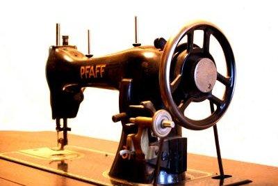 So sahen früher die Nähmaschinen aus.