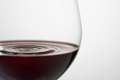 Für Rotweinkaviar wird echter Wein verwendet.