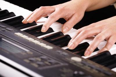 Ein Keyboard kann verschiedenen Instrumente simulieren.