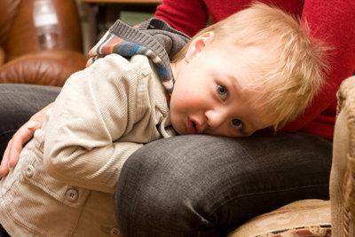 Schützen Sie Ihr Kind, wenn es Angst hat.