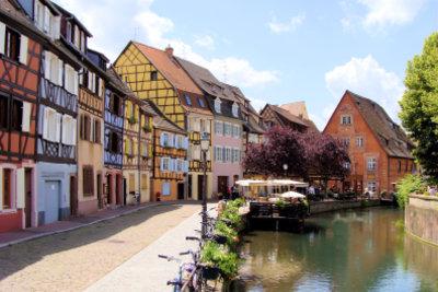 Eine schöne Stadt im Elsass ist Colmar.