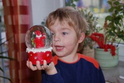 Eine Schneekugel selber machen bereitet Kindern Freude