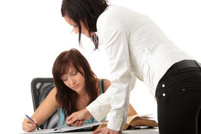 Lehrer dürfen nicht die körperliche Unversehrtheit verletzen.