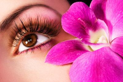Schöne Wimpern lassen Ihre Augen strahlen.