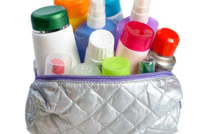 In jedes Kosmetiktäschchen gehört ein grüner Abdeckstift.