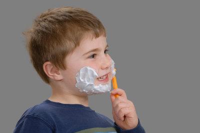 Mit Rasierschaum können Kinder prima matschen.