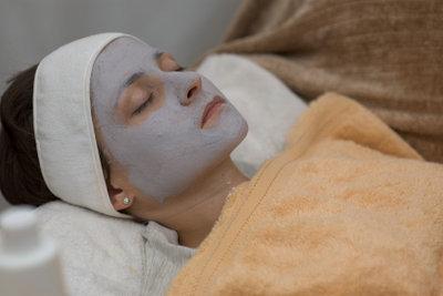 Gesichtsmasken helfen gegen Eiterpickel.