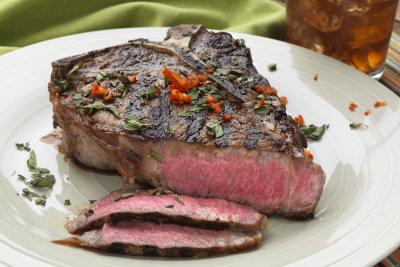 Mit Marinade gelingt Ihnen jedes Steak saftig und lecker.