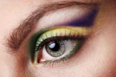 Ein fantasievolles Make-up wirkt Wunder.