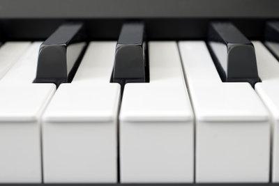 Die schwarzen und weißen Tasten sind immer in derselben Reihenfolge.