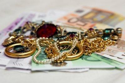 Zum Beruf des Juweliers führen mehrere Wege.