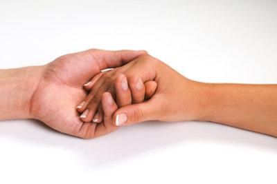 Auch Hände können ein Liebes-Symbol sein.
