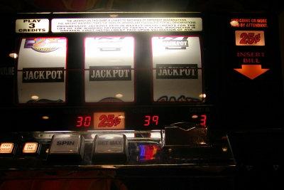 Im Gegensatz zum Casino gibt es in der Spielothek nur Automaten.