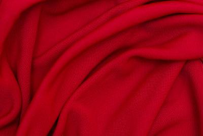 Rote Bekleidung ist unverzichtbar beim Sandmann-Kostüm.