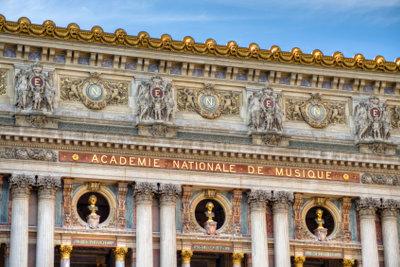 Auch durch Opern können Sie die französische Aussprache lernen.