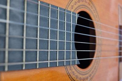 The A-Team wird auf akustischer Gitarre gespielt.