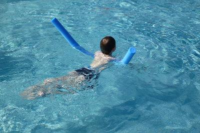 Bauen Sie sich einen günstigen Swimmingpool.