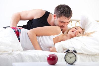 Mit Soft-Tampons empfinden viele Personen Sex während der Menstruation als angenehmer.