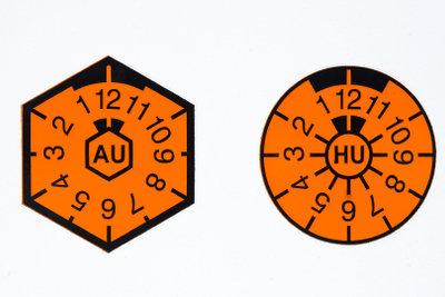 Seit Januar 2010 gibt es beim TÜV nur noch die HU-Plakette.