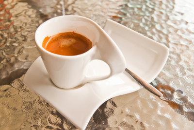Espresso hat durchschnittlich den höchsten Koffeingehalt.