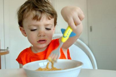 Kinder kleckern schnell mal, da ist ein Wachstuch hilfreich.