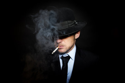 Verkleiden Sie sich als berühmter Mafia-Boss.